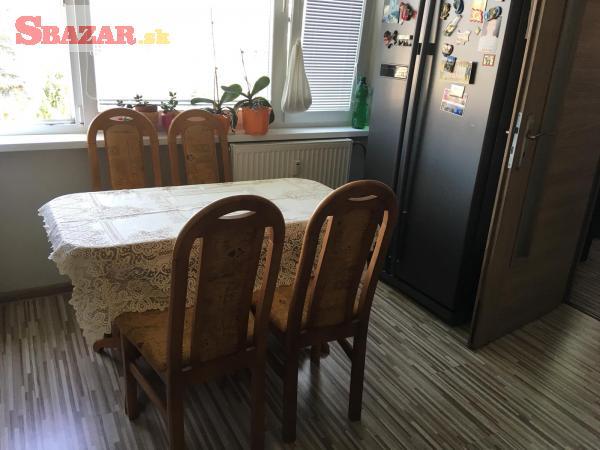 Jedalensky roztahovaci stol plus 4 stolicky