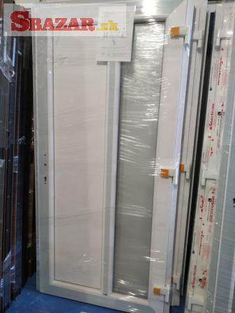 Kvalitné biele plastové vchodové dvere
