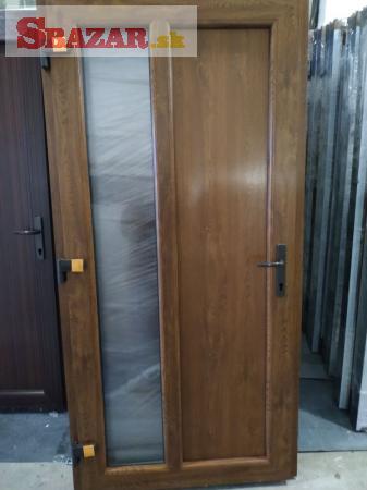 Plastové vchodové dvere farebné