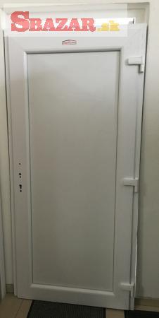Na predaj nové plastové vchodové dvere HLADKÉ