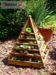 Drevený pyramidový kvetináč