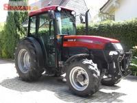 Case traktor s úzkym rozchodom
