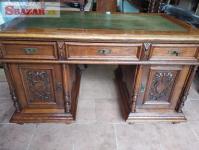 Vyřezávaný psací stůl