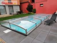 Moderní hranaté zastrešenie na bazén