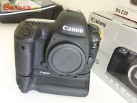 Klasický fotoaparát Canon EOS 5D-Ultrazvukový